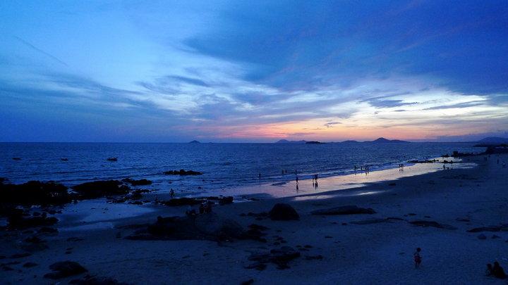 跨阳西县上洋沙扒二镇东起上洋镇的福湖岭(海岛)沿月亮湾海滨西至