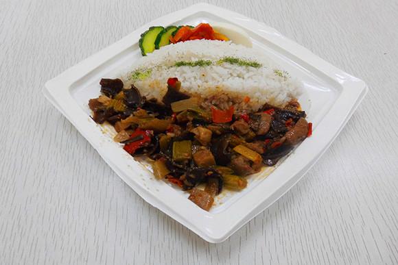 红烧传统饭+肥肠(爱得士汉堡)桂顺斋糕点可乐图片