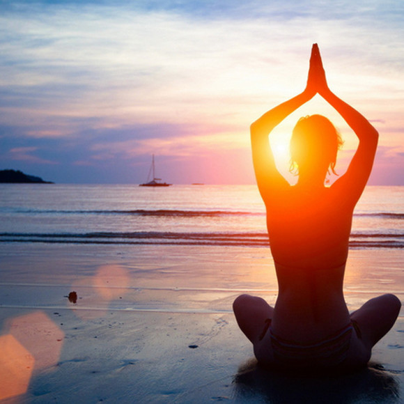 夏日背景手绘瑜伽