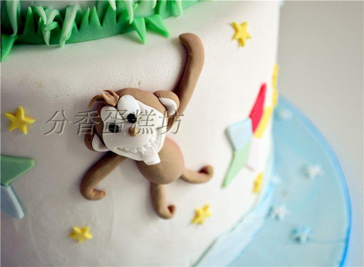 欢乐动物聚会双层翻糖蛋糕