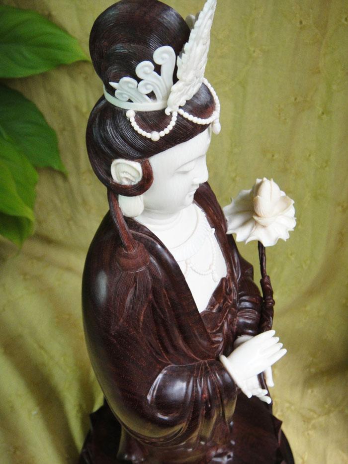 印度小叶紫檀木雕件 慈祥目光镶嵌工艺莲花紫檀观音菩萨佛像摆件